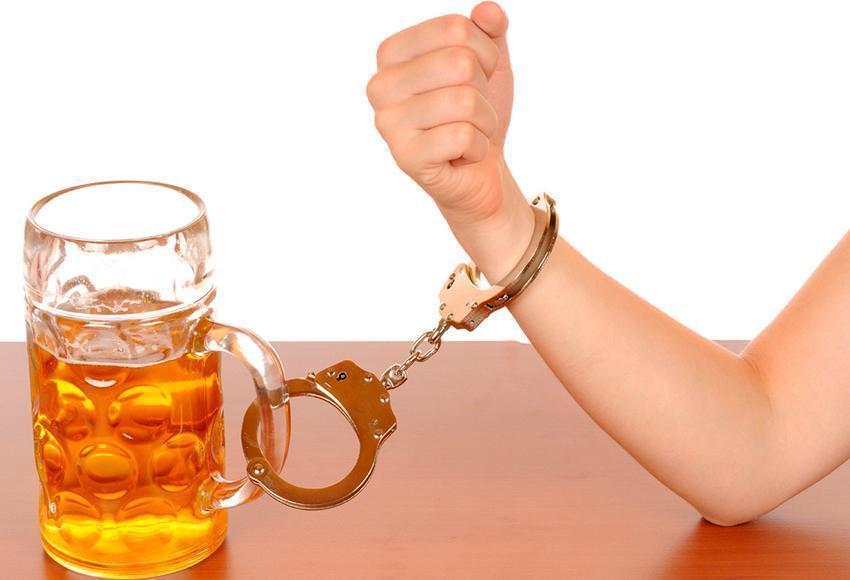 Consumo de álcool tem efeito semelhante a antidepressivos, diz estudo